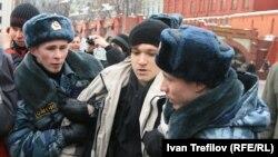 Задержание на площади Революции