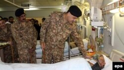 Pakistani Army Lt. General Zafar Iqbal Malik visits a victim of cross-border Indian firing, near the Line of Control, the de facto border between Pakistani and Indian administered Kashmirs, 24 November 2016.