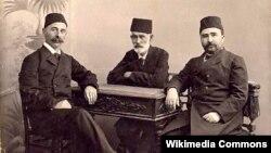 Кырымтатар зыялылары, сулда - Исмәгыйль Гаспралы (1851-1914)