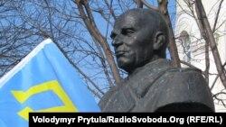 Погруддя Петра Григоренка у Сімферополі