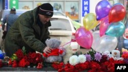 A man places a toy at the site, where a woman suspected of killing a child was detained in Moscow on February 29. Despite the shocking nature of the story, none of Russia's main TV channels covered it.