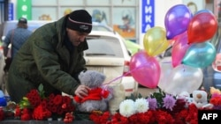 """Мемориал в память о Насте у метро """"Октябрьское поле"""""""