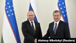 Президенты Узбекистана и России Шавкат Мирзияев и Владимир Путин. Ташкент, 19 октября 2018 года.