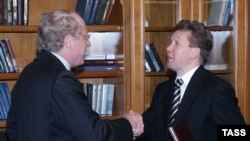 Гендиректор ENI Паоло Скарони (слева) уверен что сотрудничество с главой «Газпрома» (справа) означает энергобезопасность для ЕС