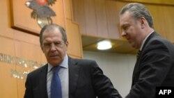 Міністр закордонних справ Росії Сергій Лавров (ліворуч) і речник МЗС Росії Олександр Лукашевич