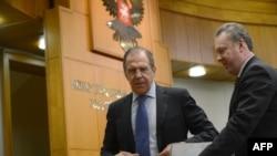 Ռուսաստան -- Արտգործնախարար Սերգեյ Լավրովը (ձ) զրուցում է արտգործնախարարության մամուլի քարտուղար Ալեքսանդր Լուկաշևիչի (ձ) հետ, Մոսկվա, 23-ը հունվարի, 2013թ․