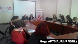 """""""თავისუფლების ქარტიის"""" განხილვა გორის დემოკრატიული ჩართულობის ცენტრში"""