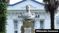 Памятник Михаилу Лазареву