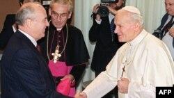 Путь в Ватикан для отечественных руководителей проложил Михаил Горбачев в 1989 году.