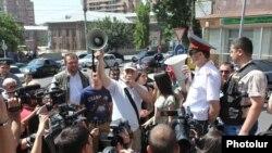 Էլեկտրաէներգիայի սակագների բարձրացման դեմ բողոքի ակցիան Երևանում, 1-ը հուլիսի, 2014թ․