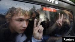 Юнаки, затримані під час акції протесту в Мінську, червень 2011 року