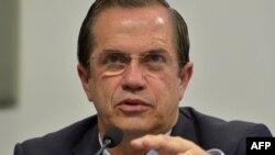 Ricardo Patino Kutioda mətbuat konfransında danışır, 16 avqust, 2012