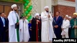 Мәчет ачылышы тантанасында Татарстан мөфтие Камил Сәмигуллин чыгыш ясый