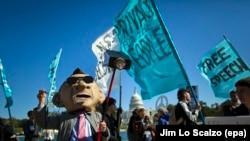 Pamje nga një protestë e mëhershme në Uashington, tetor 2013