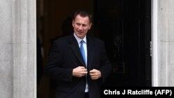 جرمی هانت، وزیر خارجه بریتانیا، روز شنبه در گفتوگو با همتای ایرانیاش درباره توقیف نفکش ایران و همچنین موضوع نازنین زاغری گفتوگو کرد