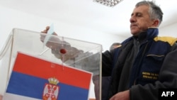 Glasanje na referendumu u selu Grabovac na severu Kosova, 14. februar 2012.