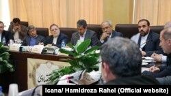 نمایندگان دولت ۲۹ بهمن برای پاسخگویی به نخستین سؤال مجلس از حسن روحانی در کمیسیون اقتصادی حاضر شدند.