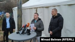Press konferencija zdravstvenih radnika, Ivica Anić za mikrofonom i Dalibor Vuković (desno) - Mostar, 4. februar 2021.