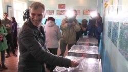 Як кандидати на крісло мера Львова голосують