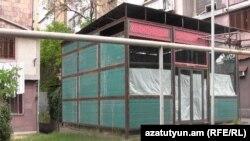 Արշակունյաց 46 և 46/1 շենքերի բակում կառուցվող շինությունը, 17-ը մայիսի, 2016թ․