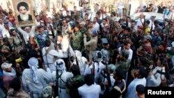"""متطوعون عراقيون للقتال ضد مسلحي """"داعش"""""""