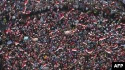 Египетские женщины, выступающие против президента Мухаммеда Мурси, проводят акцию с требованием его отставки на площади Тахрир. Каир, 2 июля 2013 года.