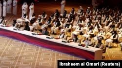 په قطر کې د طالبانو استازي له افغان حکومتي پلاوي سره د خبرو په تالار کې - د ۲۰۲۰ز د سېپټېمبر ۱۲مه