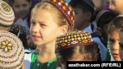 Mekdep okuwçylary. Türkmenistan
