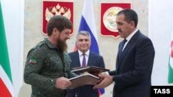 Глава Чечни Рамзан Кадыров и глава Ингушетии Юнус-Бек Евкуров после подписания соглашения о границе, 26 сентября 2018 года