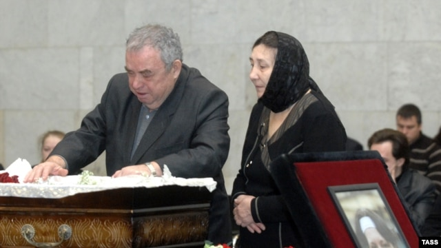 Larisa and Eduard Baburov at a memorial service for their daughter in Moscow on January 23, 2009.