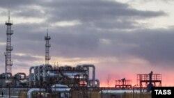 Тожикистон расмийлари¸ мамлакатдаги газ ва нефт конларини ўзлаштириш учун мамлакатда сармоя етишмаслигини айтадилар.