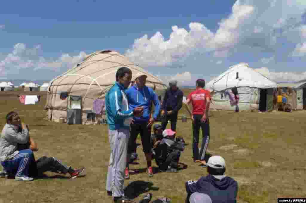 Акыркы жылдары Соң-Көлгө чет жактан эле эмес, Кыргызстандын булуң-бурчунан эс алуучулар да, спортчулар да келе баштады.