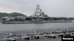 """Американский авианосец """"Рональд Рейган"""" в порту в США. 16 мая 2017 года."""