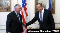 Rex Tillerson și Serghei Lavrov la Viena, 7 decembrie 2017.