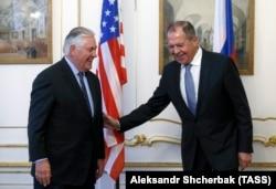 Рекс Тіллерсон і Сергій Лавров на переговорах у Відні 7 грудня 2017 року