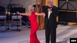 ABŞ prezidenti Donald J. Trump və Kellyanne Conway, Vaşington, 19 yanvar 2017