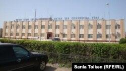 Офис морского порта Актау. 3 мая 2013 года.