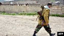 Вооруженный мужчина на территории самопровозглашенной Нагорно-Карабахской республики. Село Талиш, 6 апреля 2016 года.