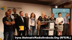 Українські журналісти зібрались, щоб пояснити чому ідуть в депутати, Київ, 15 вересня 2014 року