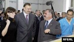 Ильхам Алиев (второй слева) и Васиф Талыбов (справа от него), октябрь 2005