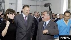 Васиф Талыбов (третий слева) и президент Азербайджана Ильхам Алиев (второй слева)
