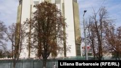 Clădirea Președinției moldovene și gardul ei