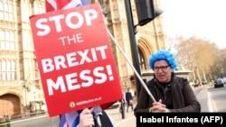 Parlament je naložio da nema izlaska iz EU bez sporazuma, ali nema ni većine ni za ostanak u evropskom bloku, niti za raspisivanje novog referenduma o ovom pitanju (Foto: London, april 2019)