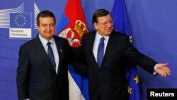 Сербия премьер-министрі Ивица Дачич (сол жақта) пен Еуропа комиссиясының президенті Жозе Мануэль Баррозу. Брюссель, 21 қаңтар 2014 жыл.