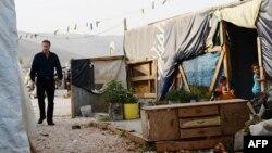 نخستوزیر بریتانیا، در حال بازدید از اردوگاهی در بقاع لبنان