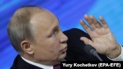 Putin matbuat konferentsiyası vaqtında, 2018 senesi dekabrniñ 20-si