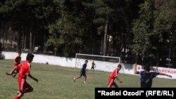 Tajikstan -- footbal ceremony in memory of Musob Sultonov, Dushanbe, 04Oct2010