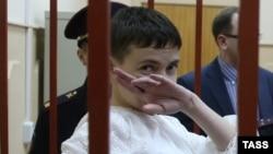 Надія Савченко в суді 17 квітня, 2015 року