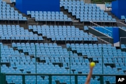 Трибуны во время матча предварительного турнира по софтболу между Мексикой и Японией, 22 июля, Токио
