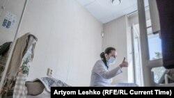 Anastasia Voloshina with a patient